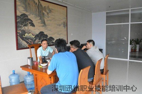 台湾学员来迅维实地洽谈迅维快修连锁加盟事宜
