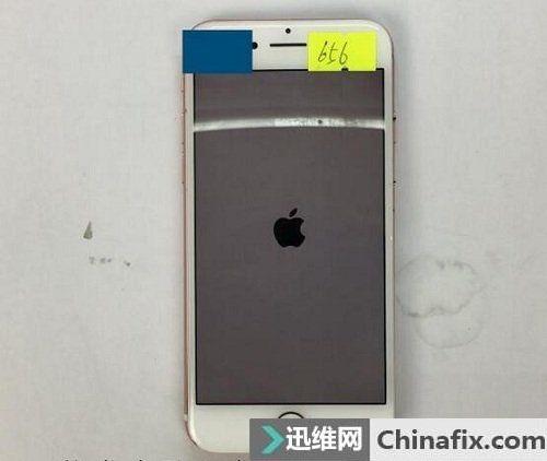 iPhone7开机一直白苹果花屏重启 手机开不了机维修一例
