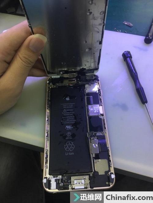 iPhone6 Plus手机进水开不了机 阴阳屏故障维修