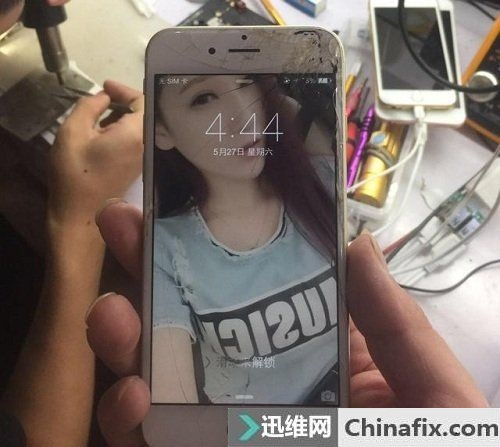 iPhone6重摔手机触摸屏失灵故障维修