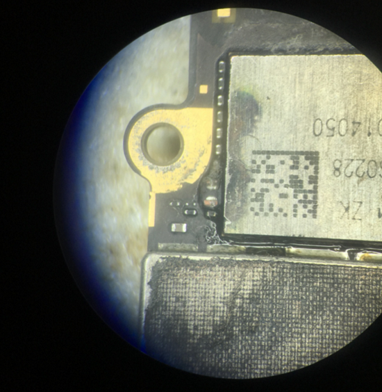 iPhone6手机进水腐蚀暗屏故障维修