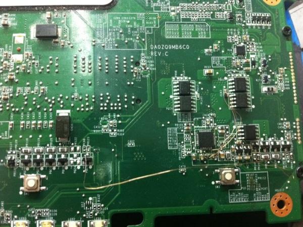 宏基4538个I5机器进水不加电 多处断线故障维修